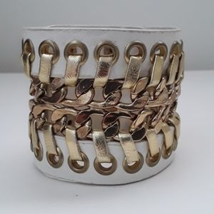 Jewelry - CHIC GOLD AND OFF WHITE BAND BRACELET